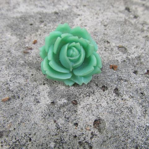 Anillo flor de resina verde aqua