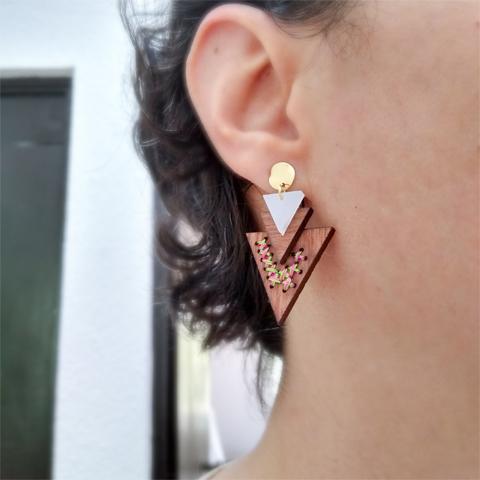 Aretes 3 triángulos bordados