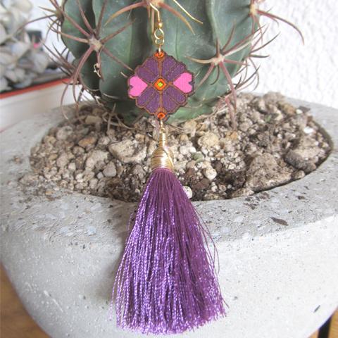 Aretes con flor otomí