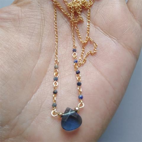 Collar doble con cristal azul