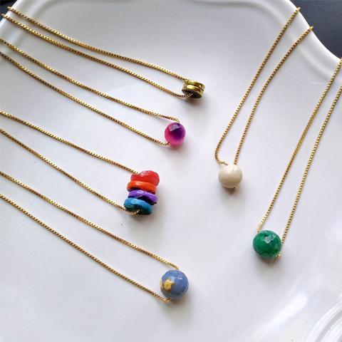 Collar una piedra minimalista